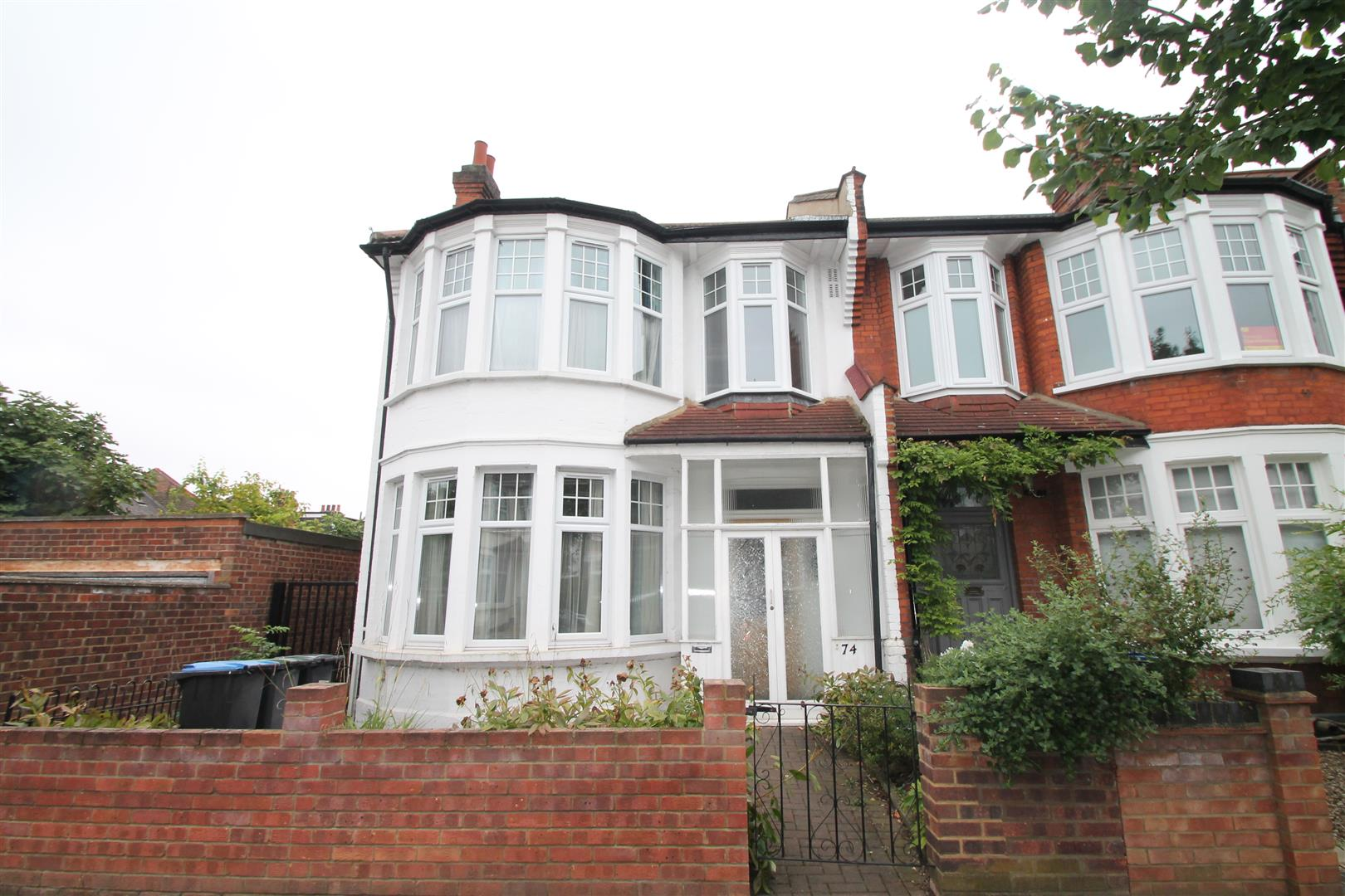 4 Bedrooms House for sale in Cranley Gardens, Palmers Green, London N13